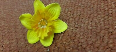 Daffodil Fabric Badge With Rubber Clasp • 1.20£