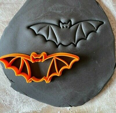 £3 • Buy Bat Shaped Halloween Biscuit Cookie Cutters Icing Sugar Craft Cake