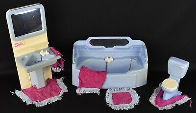 Vintage 1980's Sindy Bathroom Set In Blue With Towels And Matts • 18£