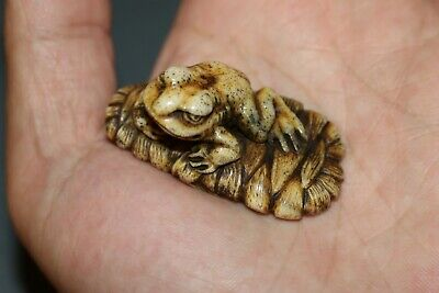 Japanese Antique Netsuke Toad Sits On An Old Sandal. • 2.51£