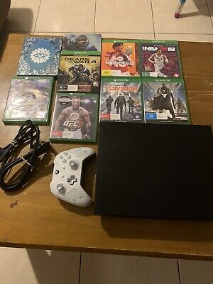 AU500 • Buy Microsoft Xbox One X 1TB Black Home Console