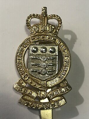British Army - Royal Army Ordnance Corps RAOC AA Cap Badge - Queens Crown / QC • 1.49£