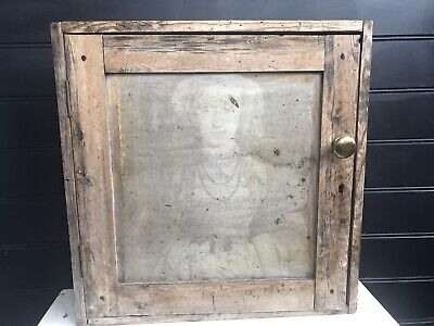 Antique Pine Wall Cabinet  • 90£