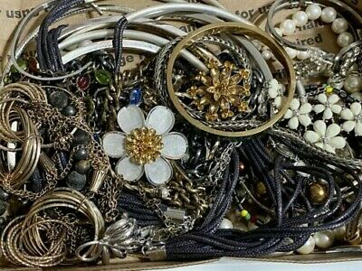 $ CDN6.53 • Buy Huge Lot Of Vintage To Now Costume Jewelry 2 Plus Lbs, Assorted Stones (Lot 4)