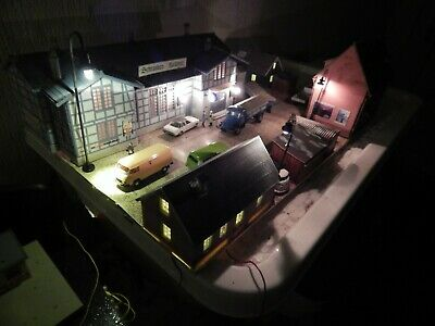 HO 00 OO Gauge Village Diorama Factories Cars Working Lights Shop Houses Kibri • 139.99£