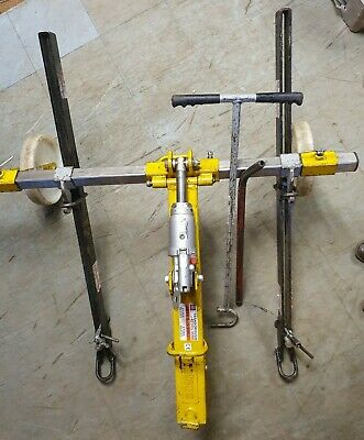 S C ENGINEERING HD SPREADER BARS PAIR MANHOLE LIFTER RATED AT 2500KG WITH KEYS