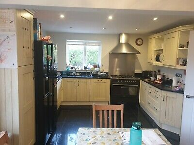 Used Shaker Style Kitchen With 30mm Quartz Worktops • 102£