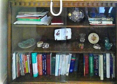 Book Case With Glass Sliding Doors • 20£