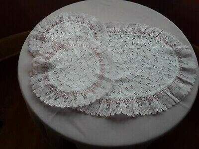 BRAND NEW -- SET OF 3 DRESSING TABLE MATS -- Pink/White Lace Edging & White Lace • 4.99£