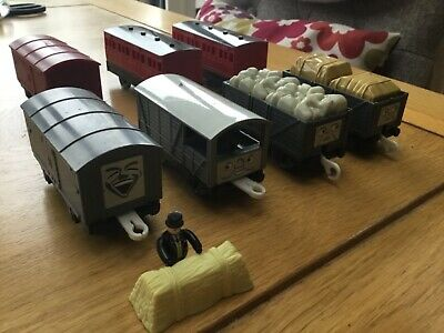 TOMY 2002 , TROUBLESOME TRUCKS AND CARRIAGES Thomas The Tank And Friends • 9.99£