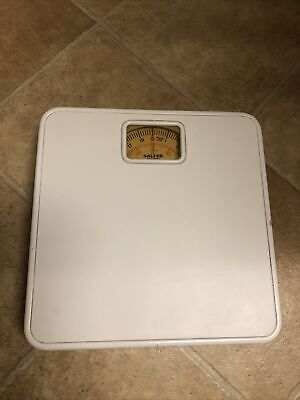 Quality Salter Mechanical Bathroom Weighing Scales In White • 5£