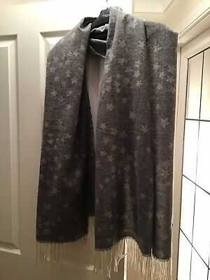 Gorgeously Soft Star Scarf, NEW WITH TAGS! • 5£