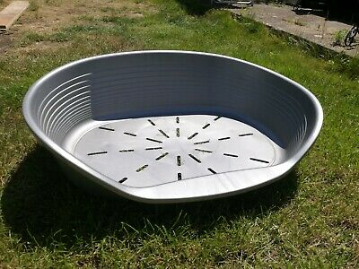 Large Plastic Silver/grey Dog Bed • 5.50£