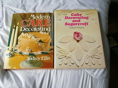 2 Cake Decorating Books • 0.99£
