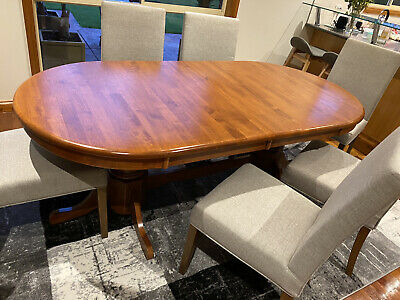 AU250 • Buy Lovely Extendable Hardwood Dining Table And 8 Chairs - Used
