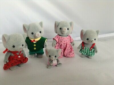 £14.50 • Buy Sylvanian Families Elephant Family Bundle With A Baby All Dressed..