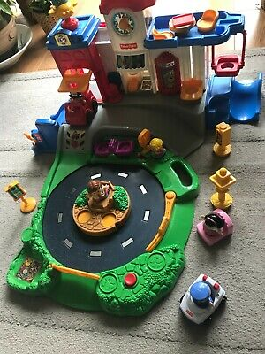 £10.99 • Buy Fisher Price Little People Plastic Play Set Toy With Movement & Sounds + Figures