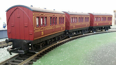 £5 • Buy 3x Hornby OO Gauge R468 4-wheel 1st/3rd Class Short Coaches, Maroon Livery