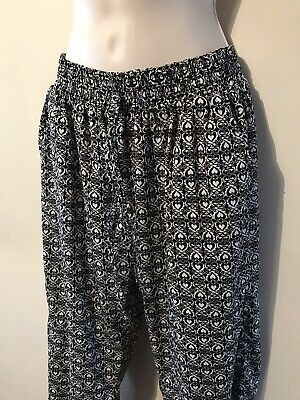 £2 • Buy Black & White Heart Pattern, Ankle Cuff Summer Harem, Light Trousers Size S - M