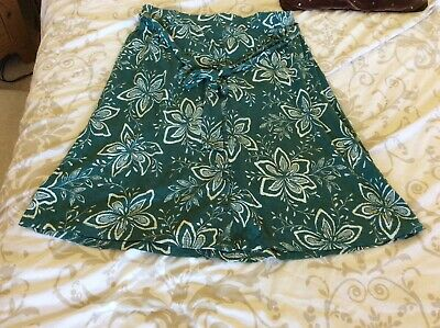 £9.99 • Buy Ladies Fatface Skirt Size 12 In Green With Allover Pattern New