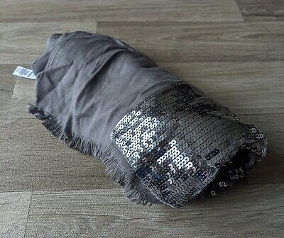£5 • Buy Ladies Gap Scarf Grey With Sequin Band Large, Nice Heavy Fabric, New With Labels