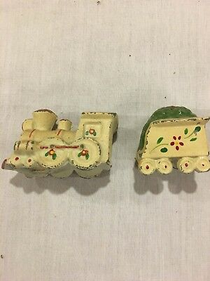Vintage Cast Aluminum Train Engine Coal Car Salt Pepper Shakers • 3.25$
