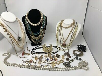 $ CDN183.96 • Buy HUGE LOT OF FUN VINTAGE JEWELRY Vintage Costume Jewelry Pearls Rings & More