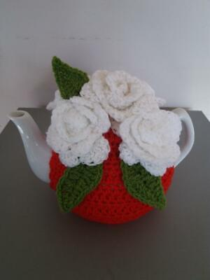 £15 • Buy Vintage Tea Room Look Crochet Red With White Roses Tea Cosy