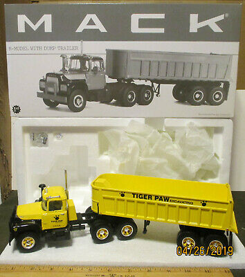 DIECAST MASTERS 85525 CAT 242D SKID STEER LOADER WITH ATTACHMENTS MIB