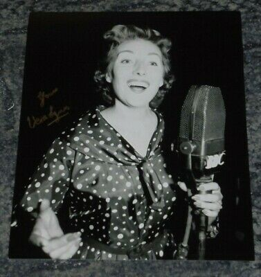 £25.99 • Buy DAME VERA LYNN - FORCES SWEETHEART  SINGER   - 10x8 PHOTO SIGNED. (1)