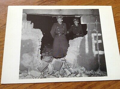 Unused 1990's Postcard Section 13 Checkpoint Charlie Berlin Wall.Germany • 1.69£