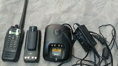 $175 • Buy Motorola XPR6550 UHF 450-512 W Connect Plus Option Charger, Antenna, Side Cover