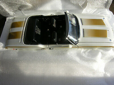 $133 • Buy ExactDetail #305 1972  Hurst Olds Indy 500 Pace Car  Convertible- Wh/Gold/Stripe