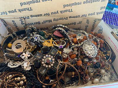 $ CDN17.64 • Buy Vintage To Now Jewelry Lot Unsearched Untested Estate Finds B8
