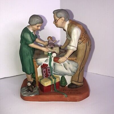 $29.99 • Buy Norman Rockwell Figurines Christmas Family Grandparents Wrapping Presents Doll