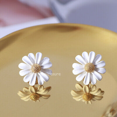 $ CDN57 • Buy Kate Spade New York White Into The Bloom Daisy Ear Studs