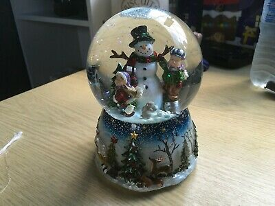 Christmas Musical Snow Globe, Turns Around And Plays Frosty The Snowman  • 17£