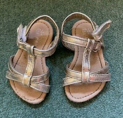 Baby Gold Sandals Size 4 / 20-21 • 1.25£