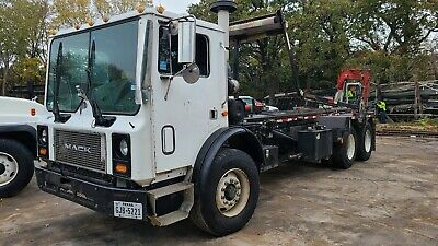 $39995 • Buy 2005 Mack *-MR 688S-* Over Cab Rolloff Truck *-GWR For 33,001lbs-*