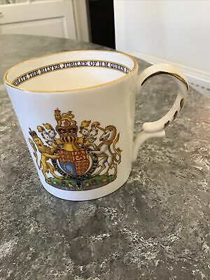 Aynsley Royal Mug Celebrating Silver Jubilee Queen Elizabeth II • 1.20£