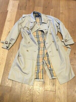Burberry Mac Size 52R, C/w Belt, Back Vent With Button Fastening Ship Worldwide • 110£