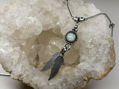 Vintage Native American Opal  Sterling Liquid Silver Necklace Feathers Navajo • 28£