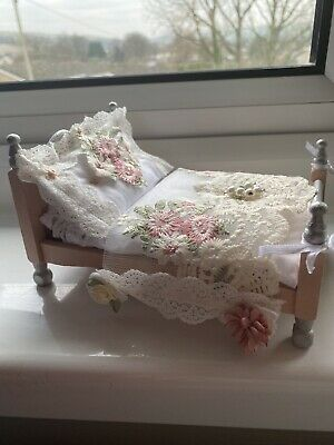 Dolls House Dressed Bed  • 9.99£
