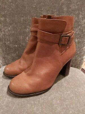 Tan Brown Leather Clarks Boots Size 4 • 5.49£