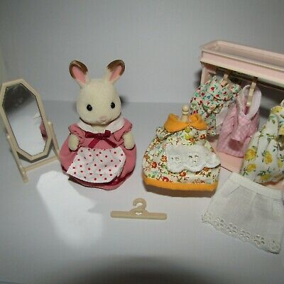 Sylvanian Families -  Adult Figure With 5 Dresses, Wardrobe, Manequin & More • 1.20£