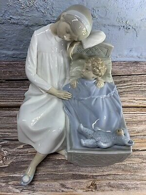 Nao Lladro Figurine Girl With Baby In Bed • 50£