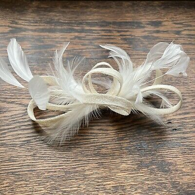Cream Coloured Feather Fascinator On Clip. Never Worn. Races Wedding Fashion Hat • 9.99£