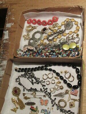 $ CDN37.86 • Buy Vintage Jewelry Lot Necklace Brooch Earrings Brooches Pin &more (523E)