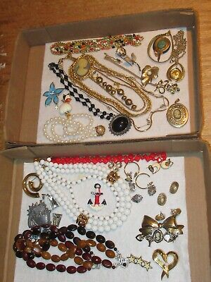 $ CDN37.86 • Buy Vintage Jewelry Lot Necklace Brooch Earrings Brooches Pin &more (525E)
