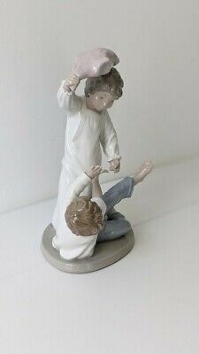NAO (Lladro) Figurine #281 Two Boys Pillow Fight  • 16.50£